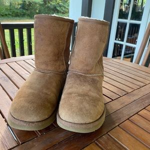 UGG boots size 7 excellent condition.